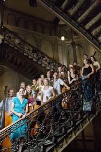 Orchester-im-Treppenhaus-200×300