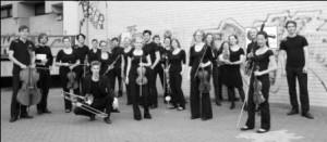 Orchester-im-Treppenhaus2-kl1-300×131
