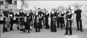 Orchester-im-Treppenhaus2-kl2-300×131